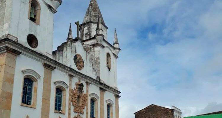 Idoso morre após cair da torre de igreja em Penedo