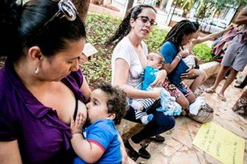 Bolsonaro sanciona lei que garante à mães direito de amamentar em provas de concursos