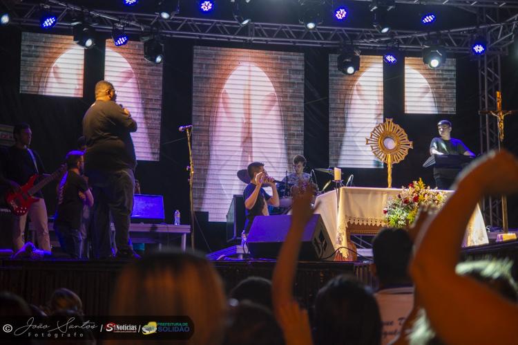 A 49ª Festa dos Romeiros de Solidão é aberta com show de Kairós e Paulo Neto