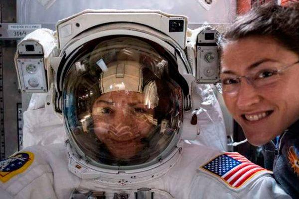 Pela primeira vez, duas mulheres fazem uma caminhada no espaço