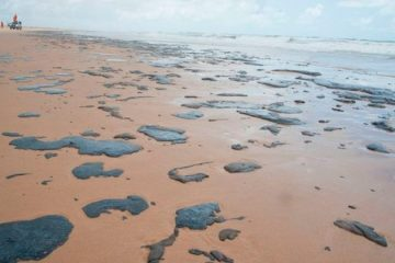 Chega a 643 número de localidades afetadas por óleo no Nordeste e no ES