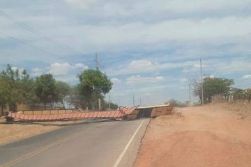 Após fortes ventos portal da cidade de tabira é destruído