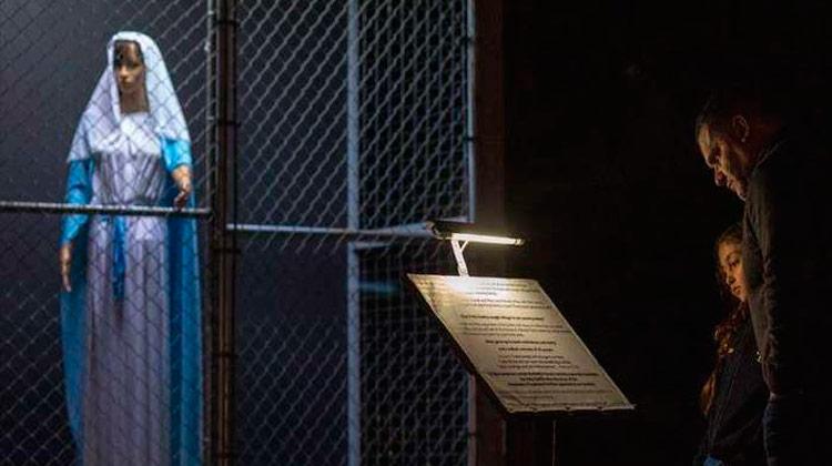 Igreja dos EUA monta presépio com Sagrada Família separada e atrás das grades