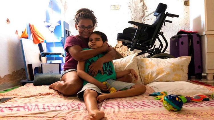 Elaine Cristina é uma das mães do grupo e espera receber o HC até o mês de fevereiro. (Foto: Anamaria Nascimento/DP)