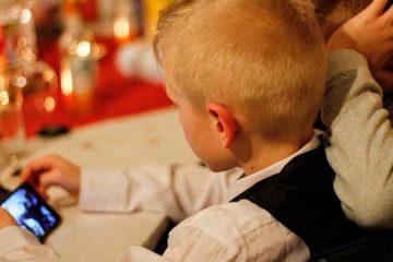Smartphones usados em excesso prejudicam crianças, revela pesquisa