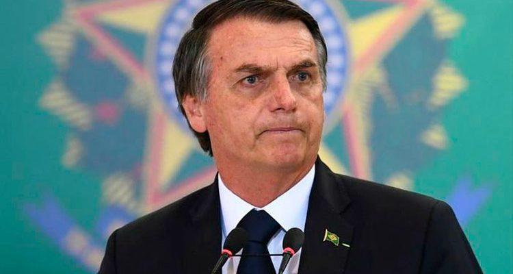 Coronavírus pode 'aumentar bastante', mas é melhor 'não entrar em pânico', diz Bolsonaro