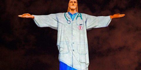 Cristo Redentor 'veste' jaleco para homenagear profissionais da saúde