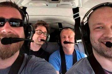 Filho envia selfie para mãe minutos antes de morrer em queda de avião