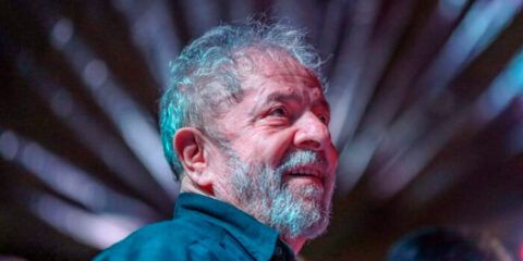 Lula diz que Bolsonaro converteu o coronavírus em 'arma de destruição em massa'