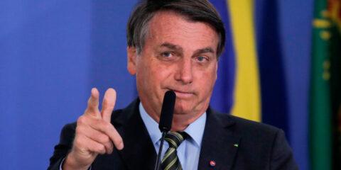 """""""Não compraremos vacina da China"""", diz Bolsonaro"""