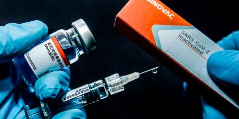 Não será obrigatória esta vacina e ponto final, afirma Bolsonaro sobre Coronavac
