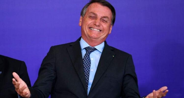 Bolsonaro diz que Brasil busca vacina própria
