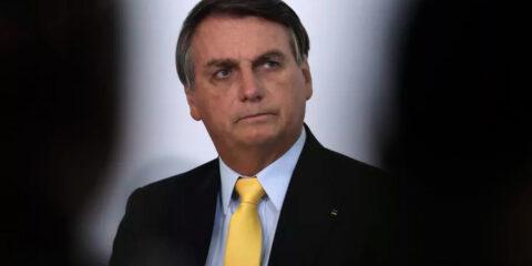 Bolsonaro volta a defender adoção do voto impresso em 2022