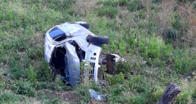 Veículo capota entre Solidão e Tabira deixando uma vítima fatal