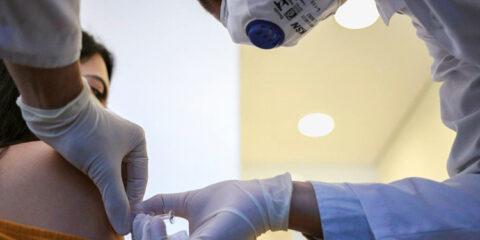 Professores devem ser priorizados na vacinação contra Covid-19, diz Unesco