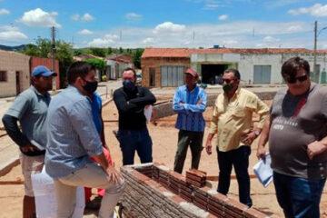 Prefeito Djalma Alves inspeciona obras no Povoado de Pelo Sinal