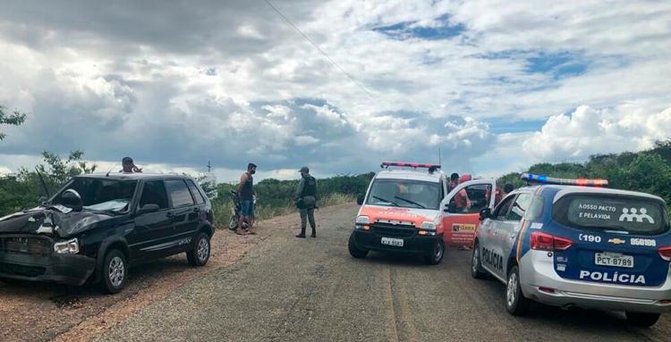 Acidente entre carro e moto deixa duas pessoas feridas em Tabira-PE