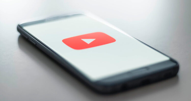 YouTube bloqueia canal evangélico que alega 'curar' a homossexualidade