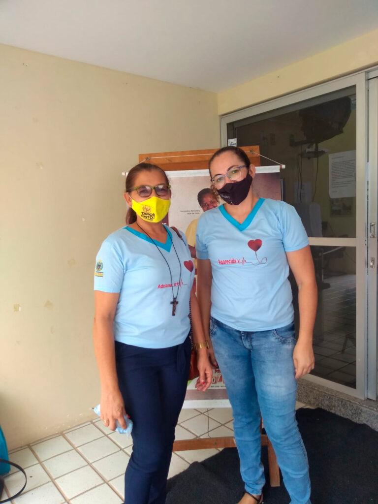 Doadores de sangue de Solidão recebem doação de camisas