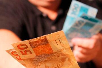 Governo acena um extra com bônus para beneficiários de programas sociais