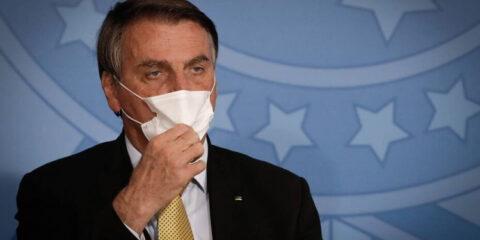 'Todo mundo tem que comprar fuzil', diz Bolsonaro, e chama de 'idiota' quem escolhe comprar feijão