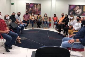 Vereadores e comerciantes de Solidão se reúnem com gerente do Bradesco