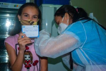 Solidão começou a vacinar adolescentes sem comorbidades de 12 a 14 anos
