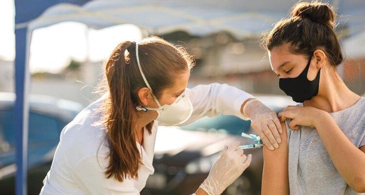 Ministério da Saúde passa a não recomendar vacinação de adolescentes sem comorbidades